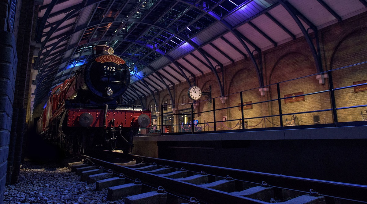 Platform and Hogwarts Express_0.jpg