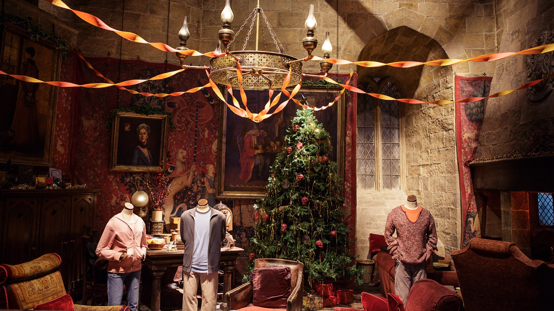 Video call background - Festive Gryffindor Common Room
